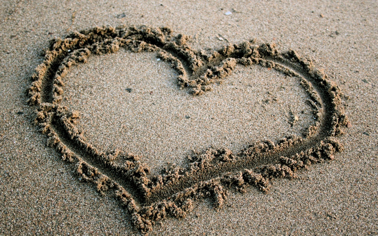 heart_in_the_sand-1280x800